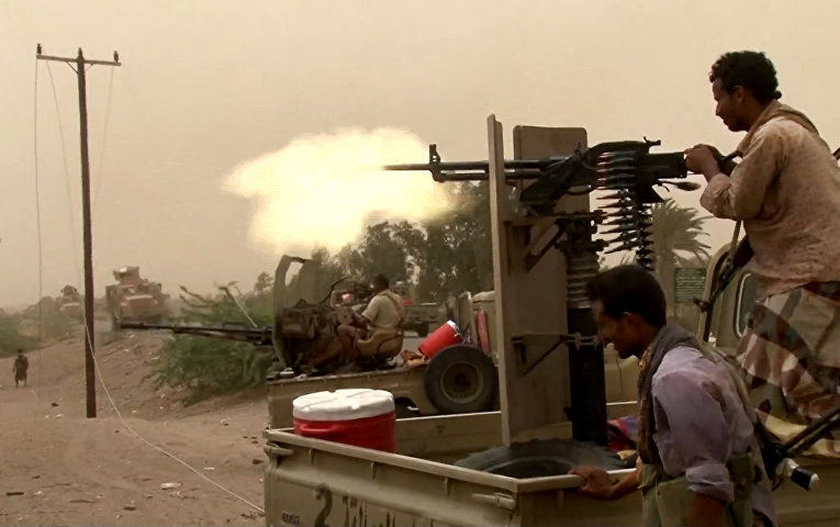 Йеменские проправительственные силы ведут бои в аэропорту Ходейды