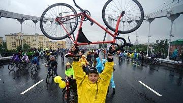 Участники традиционного Московского велопарада, проходящего в рамках Единого дня велопарадов в России.