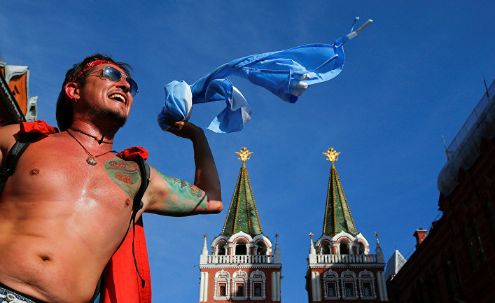 Болельщик сборной Аргентины в центре Москвы