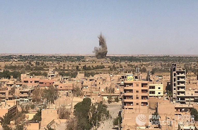 Вид на район Джафра в Дейр-эз-Зоре, где продолжаются бои между сирийской армией и боевиками запрещенной в России организации ИГИЛ. 23 сентября 2017
