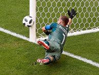 Вратарь Игорь Акинфеев (Россия) в матче группового этапа чемпионата мира по футболу между сборными Уругвая и России
