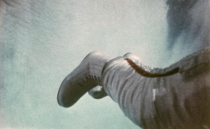 """Кадр из документального фильма """"В скафандре над планетой"""""""