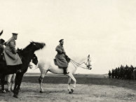 Царь Николай II инспектирует войска в Хотине в 1915 году