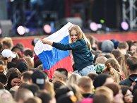 Участники во время Фестиваля болельщиков Fan Fest 2018 на Воробьевых горах в Москве