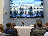Председатель Центрального банка РФ Эльвира Набиуллина выступает на брифинге в Москве. 15 июня 2018