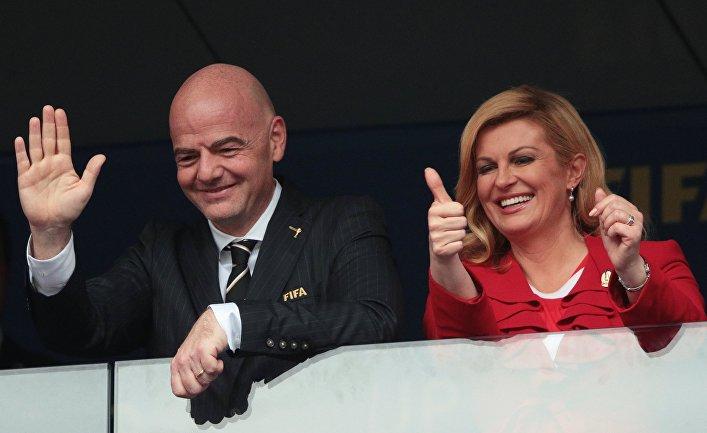 Президент ФИФА Джанни Инфантино и президент Хорватии Колинда Грабар-Китарович на зрительской трибуне перед началом финального матча чемпионата мира по футболу между сборными Франции и Хорватии