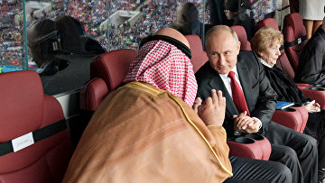 Президент РФ Владимир Путин и наследный принц Саудовской Аравии Мухаммед ибн Салман Аль Сауд во время матча чемпионата мира по футболу