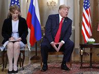 Переводчик Марина Гросс и президент США Дональд Трамп