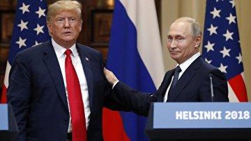 Президент РФ Владимир Путин и президент США Дональд Трамп на совместной пресс-конференции по итогам встречи в Хельсинки. 16 июля 2018