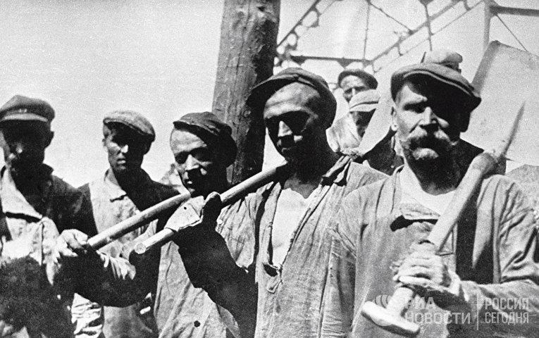Ударная бригада грузчиков шахты «Центральная» в Донецкой области