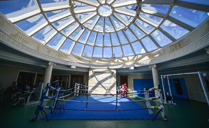 Боксерский ринг и тренажерный зал на территории резиденции Виктора Януковича в Украине