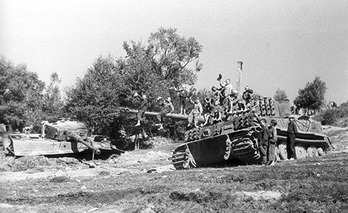 """Подбитые немецкие танки """"Тигр"""""""
