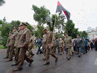 Ветераны Украинской повстанческой армии (ОУН-УПА) во время марша в день Праздника Героев во Львове