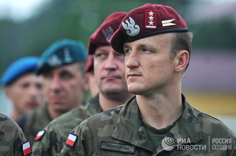 Военнослужащие ВС Польши во время Международных военных учений Rapid trident-2016 во Львовской области. 2016 год