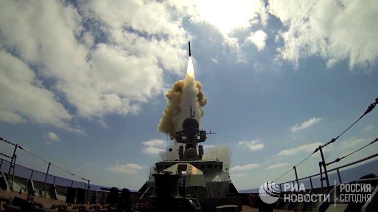 """Пуск крылатых ракет """"Калибр"""" по объектам """"Джебхат ан-Нусра"""" в Сирии из акватории Средиземного моря"""