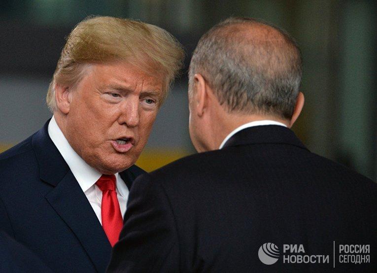 Дональд Трамп и президент Турции Реджеп Тайип Эрдоган на саммите стран-участниц НАТО в Брюсселе. 11 июля 2018