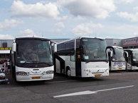 Автобусы с российскими туристами — «челноками» у гипермаркета «Призма»