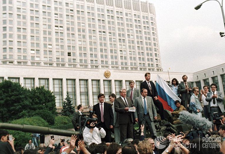 Ельцин выступает во время августовского путча