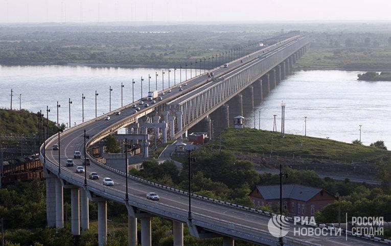 Мост через реку Амур в Хабаровске