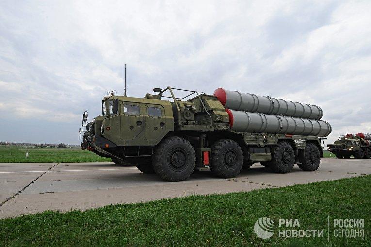 Зенитные ракетные системы С-400 на репетиции военного парада в Ростове-на-Дону