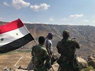 Сирийские военные в деревне Эль-Кувейа на границе с Иорданией и Израилем на юго-западе провинции Дераа