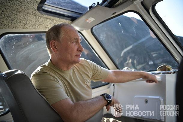 Президент РФ В. Путин провел выходные в Тыве