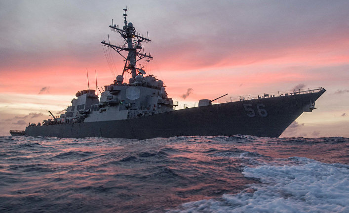 Эсминец США «Джон Маккейн» патрулирует в Южно-Китайском море