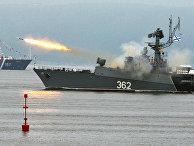 Малый противолодочный корабль выполняет стрельбу реактивной бомбометной установкой на праздновании Дня Военно-Морского Флота во Владивостоке. 29 июля 2018