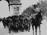 14 июня 1940. Немецкие войска маршируют на Елисейских Полях в Париже, Франция