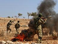 Сирийские боевики во время боевых учений в провинции Идлиб