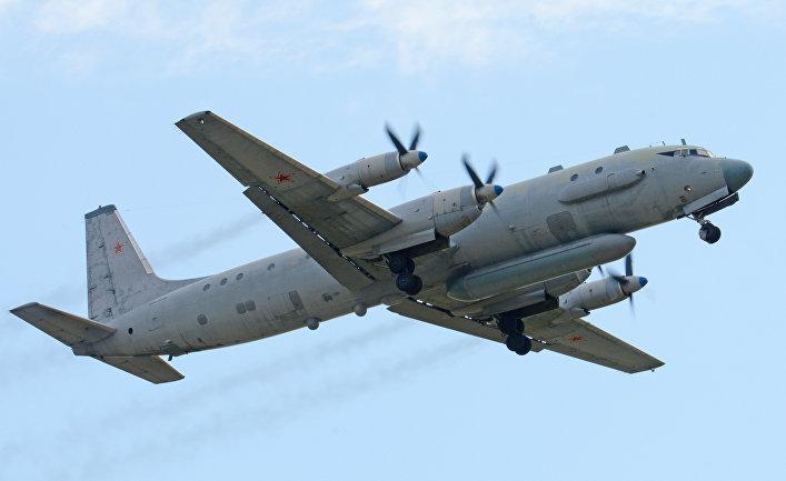 Военный самолет Ил-20