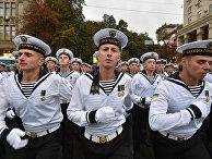 Военнослужащие ВМС Украины во время репетиции военного парада в Киеве