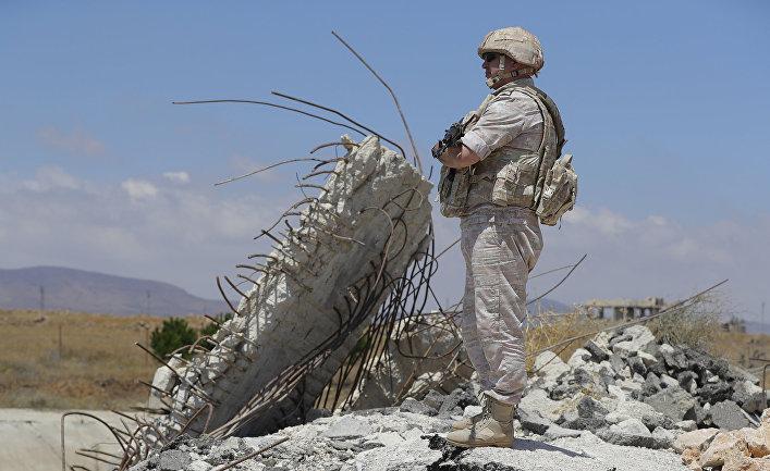 Российский офицер военной полиции у города Альхурея, Сирия
