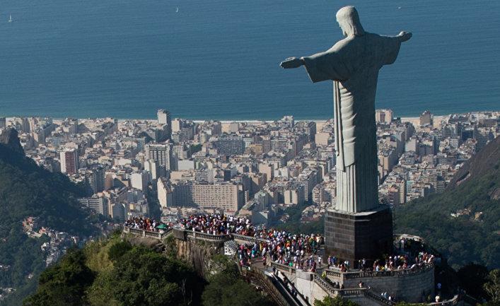 Статуя Христа Искупителя в Рио-де-Жанейро, Бразилия. 2014 год