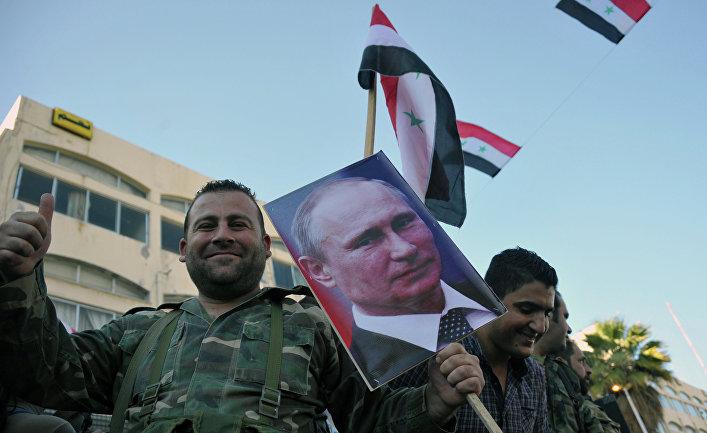Военнослужащие Сирийской Арабской армии на митинге в Тартусе в поддержку операции Воздушно-космических сил РФ в Сирии