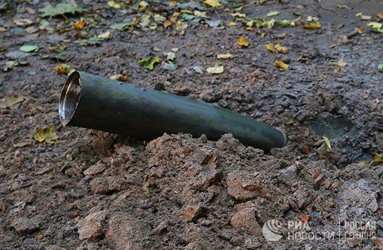 Оболочка снаряда в лесу после взрыва на военном складе под Черниговом. 9 октября 2018