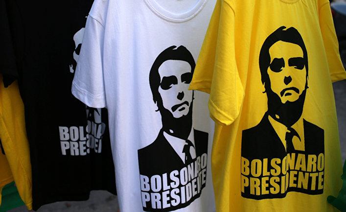 Футболки с изображением кандидата в президенты Бразилии Жаира Мессиаша Болсонару