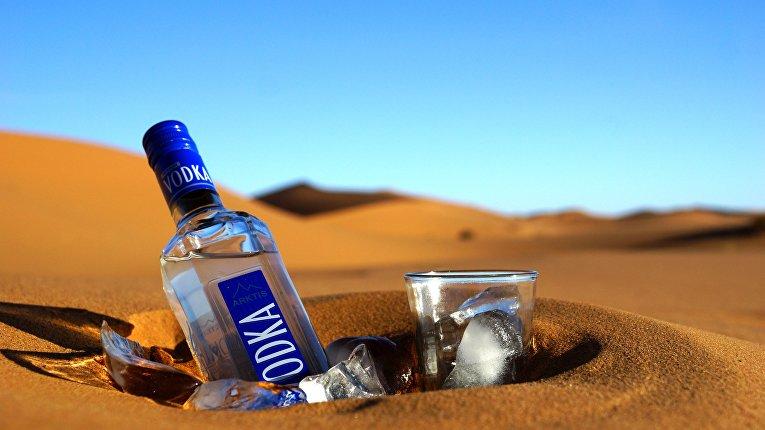 Бутылка водки в марокканской пустыне