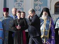 Президент Украины Петр Порошенко во время массовой молитвы в Киеве