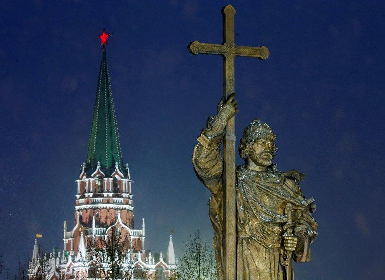 Памятник великому князю Владимиру в Москве