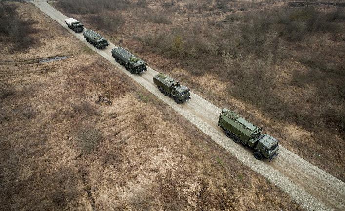 """Оперативно-тактические ракетные комплексы (ОТРК) """"Искандер-М"""" во время тактических учений расчетов по управлению ракетными ударами"""