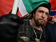 Президент Всероссийского мотоклуба «Ночные волки» Александр Залдостанов во время шествия движения «Антимайдан» на улице Петровке в Москве