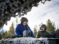 Премьер-министр Норвегии Эрна Сольберг во время учений НАТО Trident Juncture в Норвегии