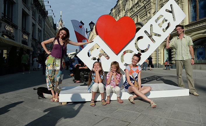 Пешеходная зона на Никольской улице в Москве