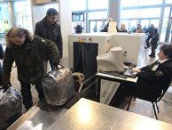 "Досмотр багажа пассажиров в аэропорту ""Домодедово"""