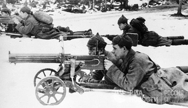 Пулемётчики на огневой позиции