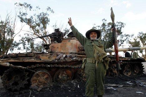 Вооруженные сторонники свержения режима ливийского лидера Муамара Каддафи