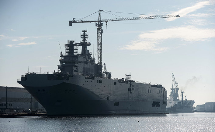 Второй вертолетоносец типа «Мистраль» спущен на воду во Франции