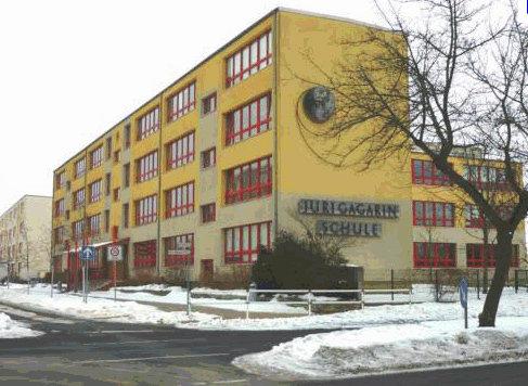 средняя школа имени Юрия Гагарина (Juri-Gagarin-Oberschule) в маленьком провинциальном городке Фюрстенвальде