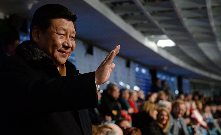 Председатель КНР Си Цзиньпин на трибуне во время церемонии открытия XXII зимних Олимпийских игр в Сочи.